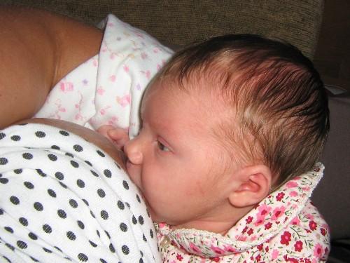 breastfeeding three week old